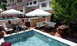 Vila Tyche Pool